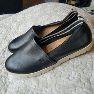 Nwot Korks lillis black leather slip on shoes